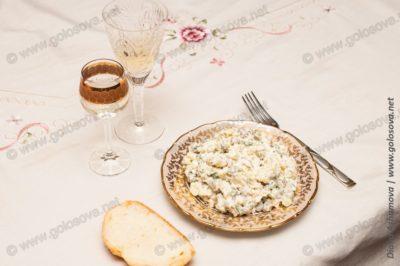 Салат Столичный с белым вином