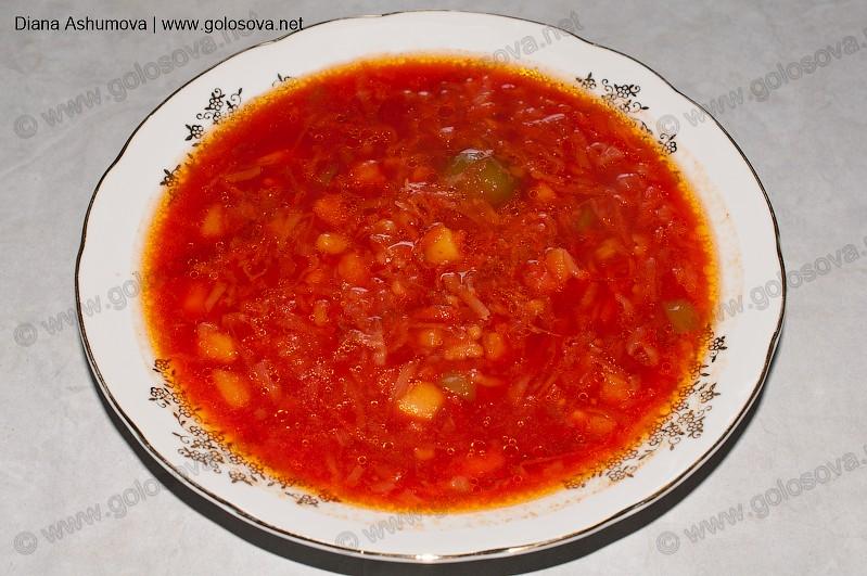 тарелка красного борща