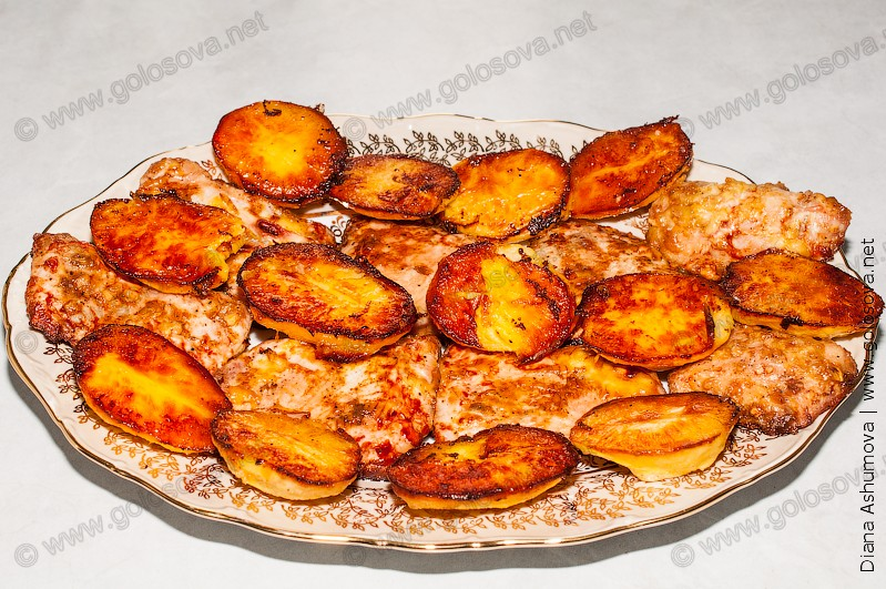 На блюде: запеченное под майонезом филе индейки