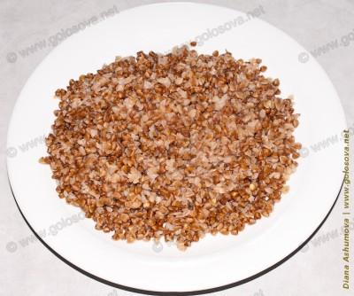 тарелка гречки на бульоне