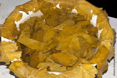 листья для долмы на миске