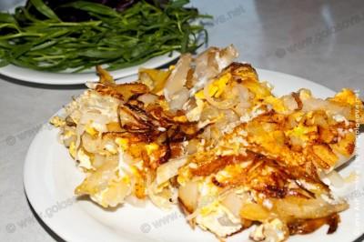 картошка с яйцами и зеленью на закуску