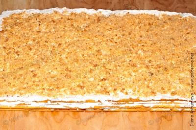 целый песочный пирог с белковым кремом