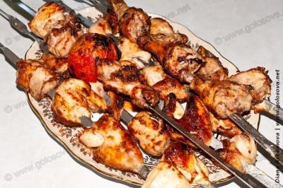 вкусный куриный шашлык на шампурах