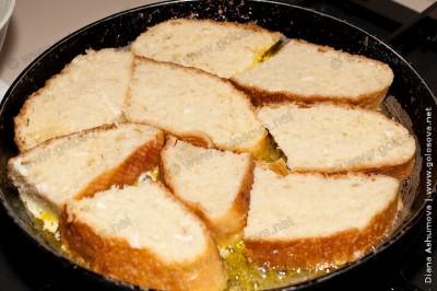 гренки из белого хлеба на сковороде