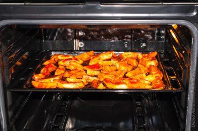 картофель в томатной пасте в духовке