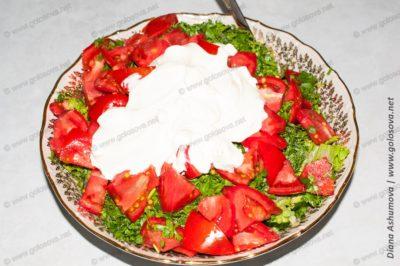 салат помидор яйцо и сметана
