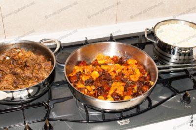 приготовление плова с мясом и сухофруктами