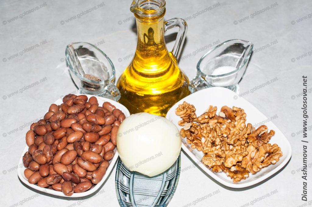 отварная фасоль, лук и грецкие орехи на салат