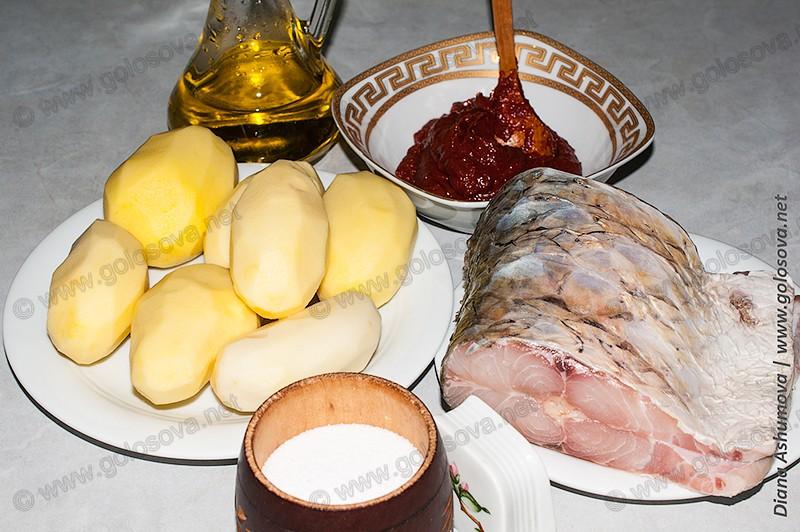 рыба и картошка, томатная паста с растительным маслом