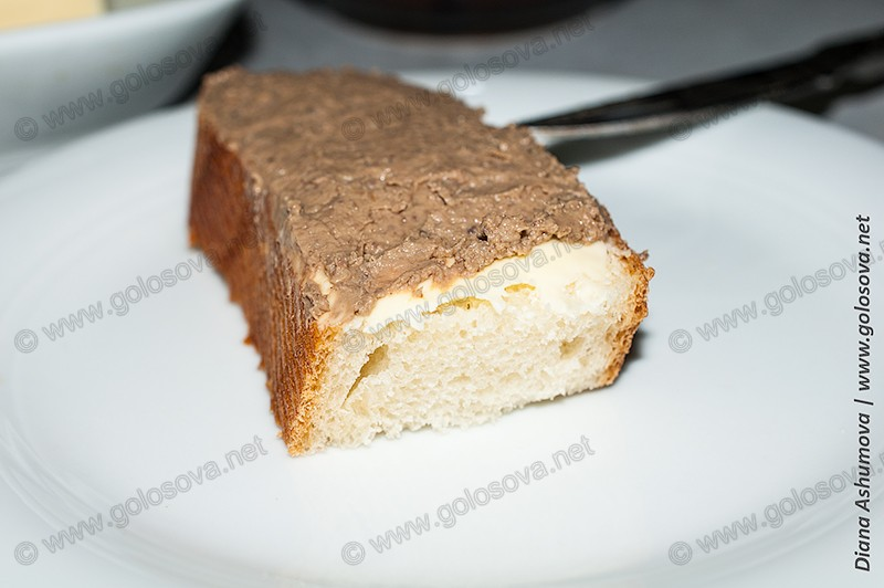 фото бутерброда с маслом и печеночным паштетом из свиной печени