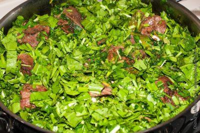 мясо тушеное с зеленью