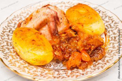 курица с сухофруктами в духовке