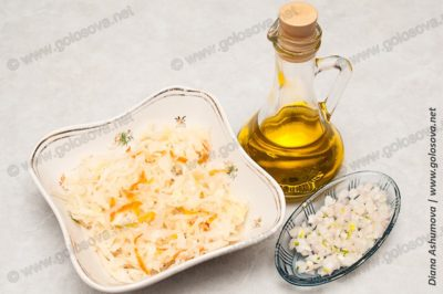 квашенная капуста с маслом и луком