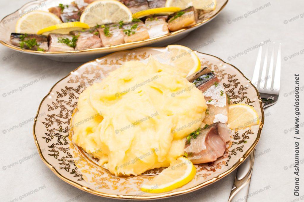 картофельное пюре и копченая скумбрия