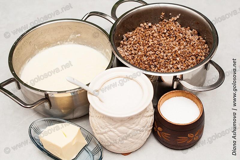 отварная гречка, молоко, масло и сахар