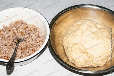 дрожжевое тесто и мясная начинка для пирога