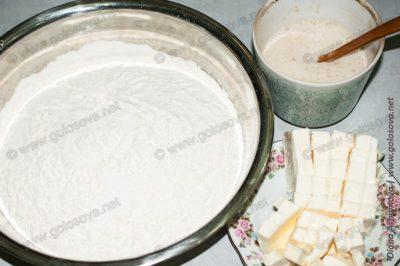 мука, дрожжи и маргарин для дрожжевого текста на пирог