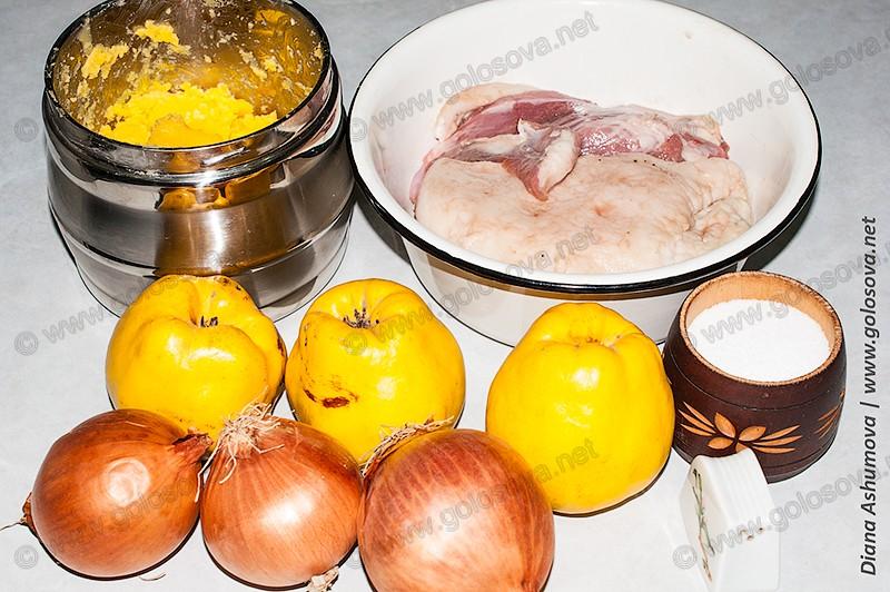 свинина, айва, лук, соль и перец