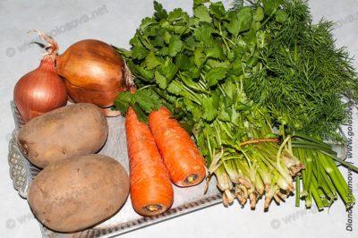 овощи и зелень для фасолевого супа