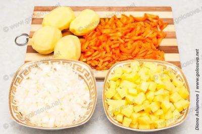 нарезанные овощи для щей с квашеной капустой