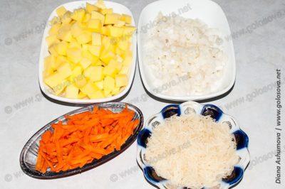 нарезанные овощи и рис