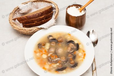 грибной суп с шампиньонами и сметаной