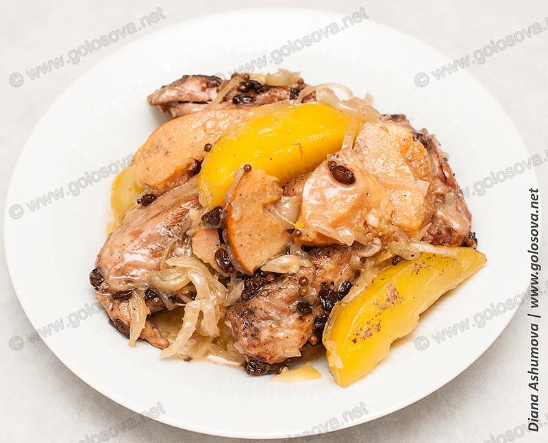 тушеная курица с айвой и картошкой