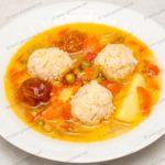 Суп с фрикадельками и зеленым горошком. Рецепт с фото.