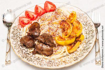 печень индейки со спагетти