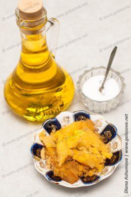 икра мойвы, растительное масло и соль