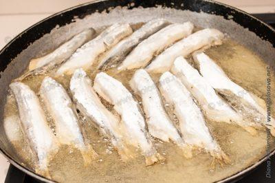 мойва жареная на сковороде с мукой