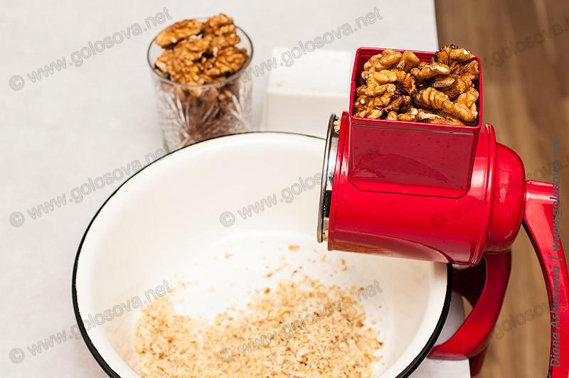 ручной измельчитель орехов