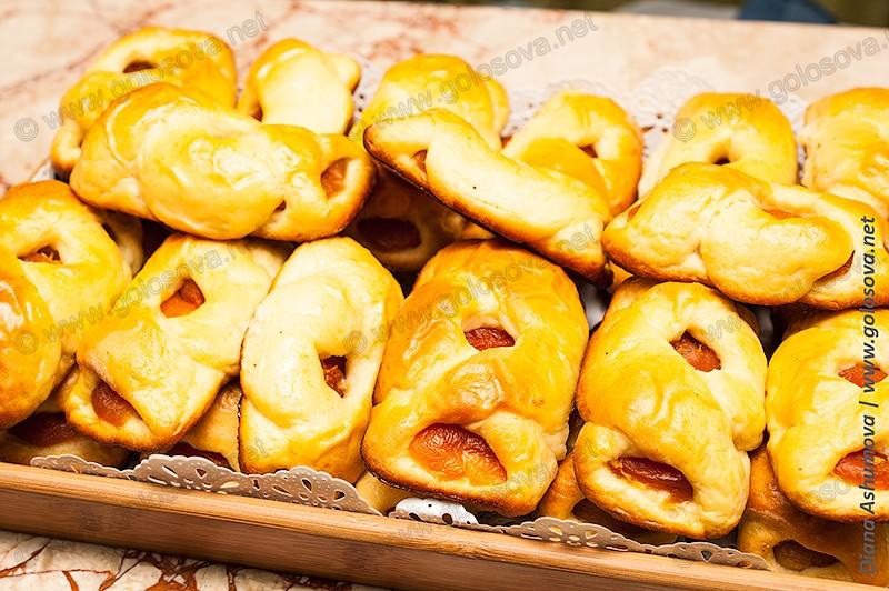 вкусные булочки с курагой