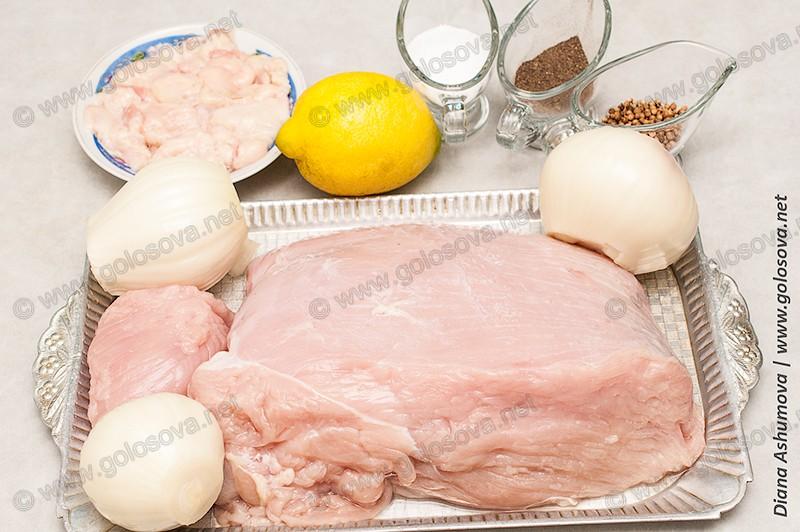 большое филе индейки, лимон, лук и семена кориандра