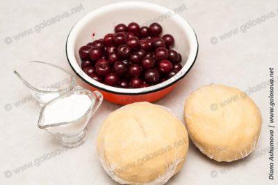 замороженное песочное тесто и вишня