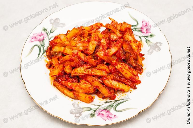 жареная картошка с томатной пастой