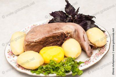вареный говяжий язык с вареной картошкой