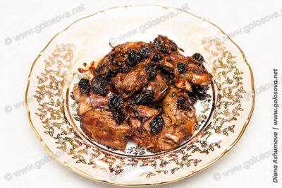 куриная печень с изюмом