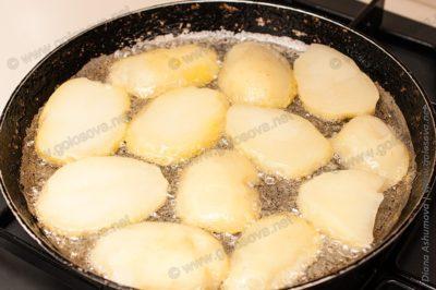 обжаренный вареный картофель
