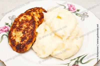 вкусное пюре из картофеля и котлеты из филе индейки