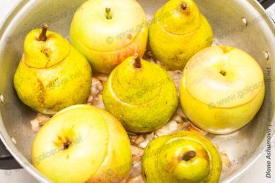 фаршированные яблоки и груши в духовке