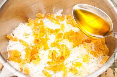 рассыпчатый рис с изюмом и маслом