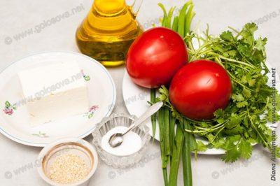 ингредиенты для салата: помидоры с сыром