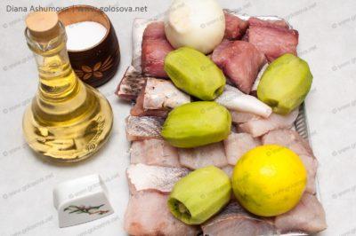 рыбное филе и киви с луком для шашлыка