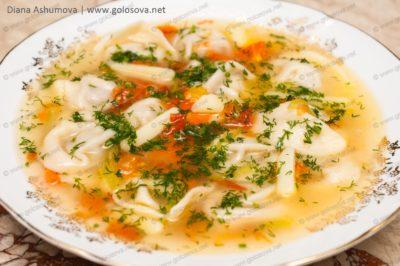 русский суп с пельменями