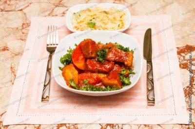 говядина тушеная с томатной пастой