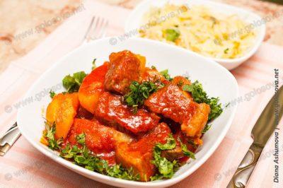 говядина с картошкой в томатном соусе