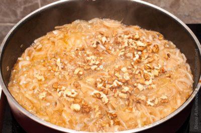 орехи с луком