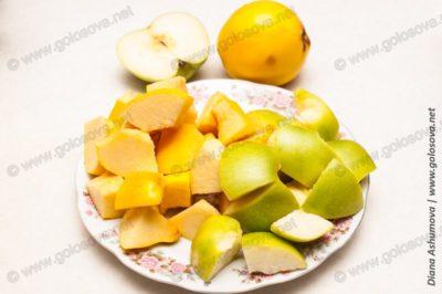 кубики яблок и айвы